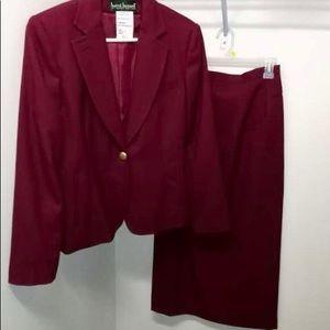 Harve Bernard womens Burgundy Suit